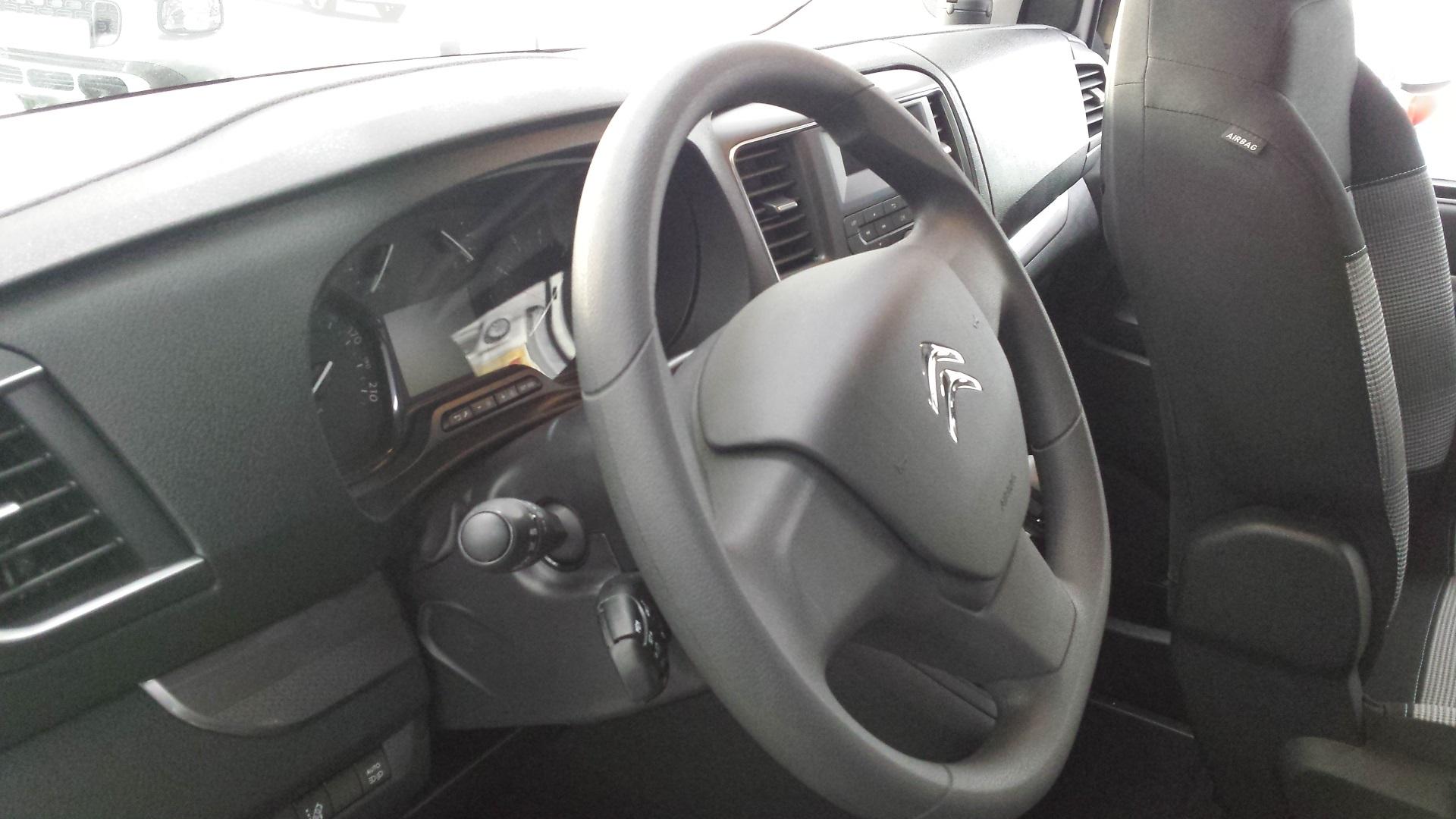 Basisfahrzeug des Pössl Campster ist der Citroën Spacetourer